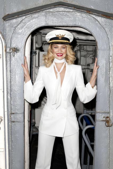 la capitaine du jour : capitaine + robe de soirée = capitaine de soirée?